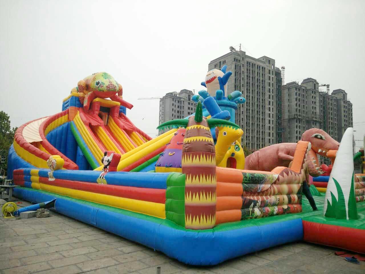 儿童乐园变色龙bwin娱乐app大滑梯 图片