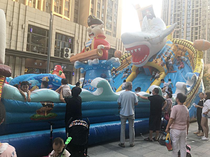 广场儿童bwin娱乐app城堡巨鲨来袭图片